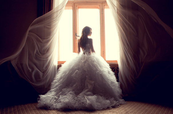 10 top tips for buying your wedding dress online