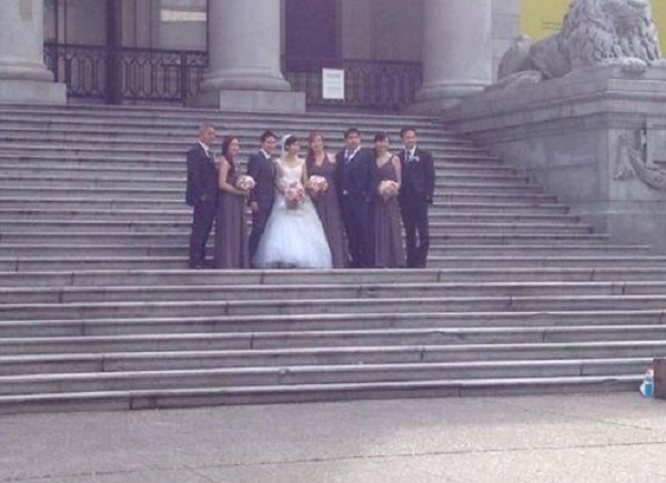 Hilariously bad wedding photo goes viral
