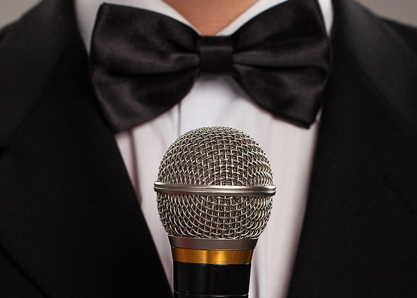 10 things you should NEVER do during a best man speech
