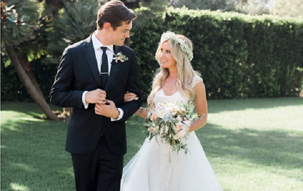 Pictured: Ashley Tisdale marries in a beautiful wedding dress