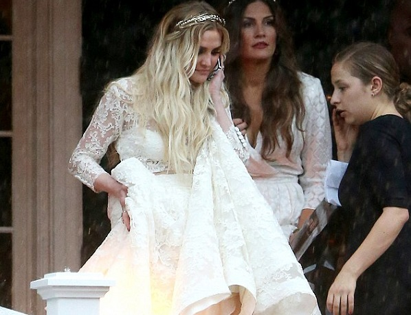 Pictured: Ashlee Simpson wears boho wedding dress to marry Diana Ross' son