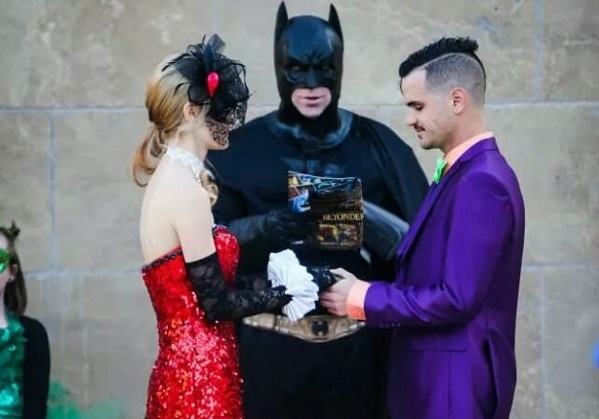 Batman obsessed couple have a Batman wedding and it's AMAZING!