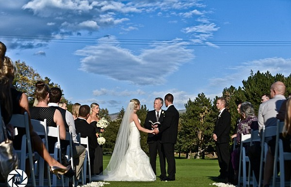 Amazing wedding photo shows this couple were meant to be together