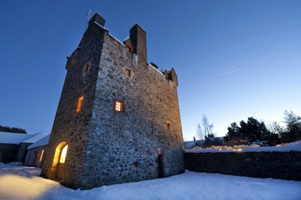 Stag Web Scottish-Castle