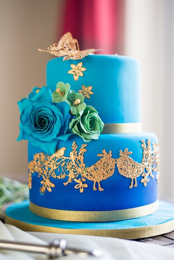 Wedding cake trends blue wedding cake