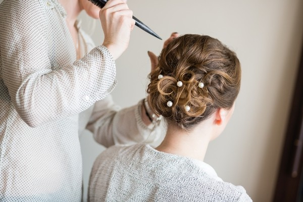 How to avoid wedding hair disasters