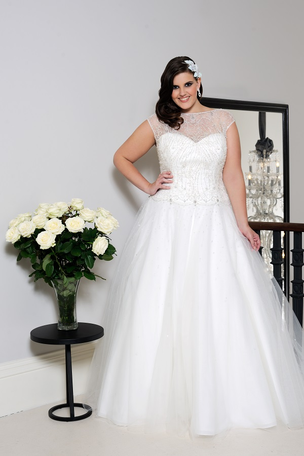 Curvy Bride Ballgown Wedding Dress 4