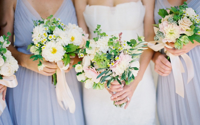 White Wedding Bouquets Online : Tips for choosing wedding flowers