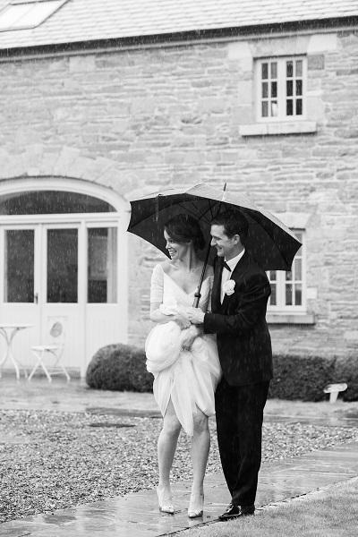 14 fabulous wedding photos that embrace the Irish weather