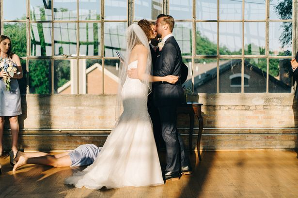 viral wedding picture