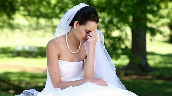 Groom 'sues bride for trauma' after he sees her without makeup