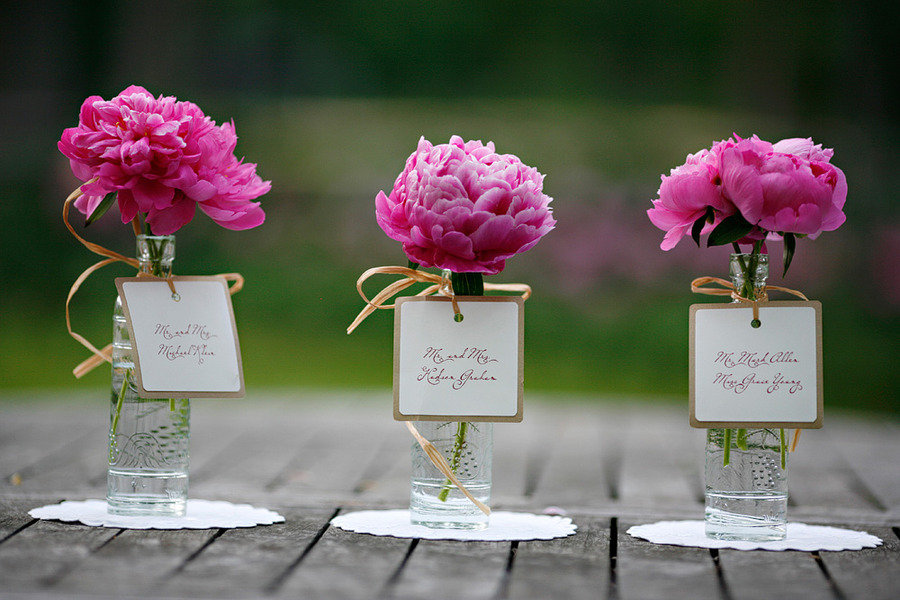 Simple peony wedding centerpiece. Lovemelovemywedding.
