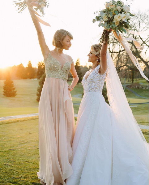 Taylor Swift is Maid of Honour at best friends' wedding