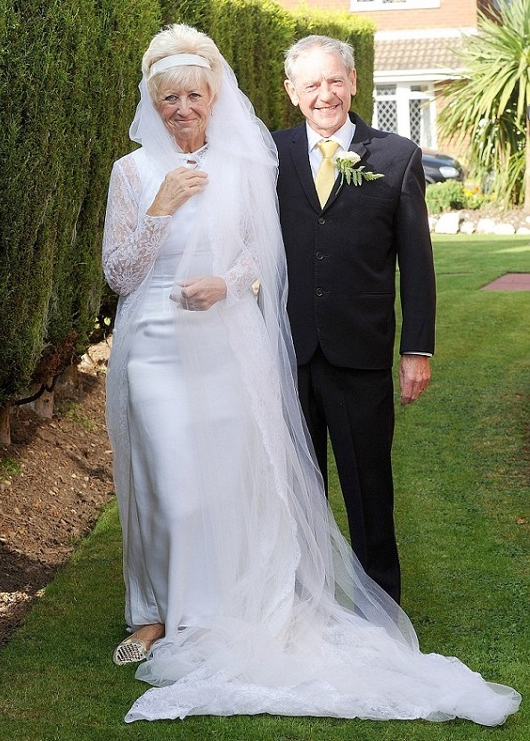 couple wear the same clothes they got married in 50 years later