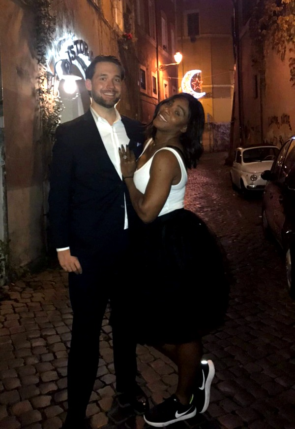 Serena Williams shows off her engagement ring