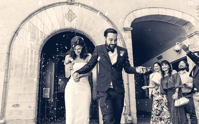 bride and groom outside church confetti