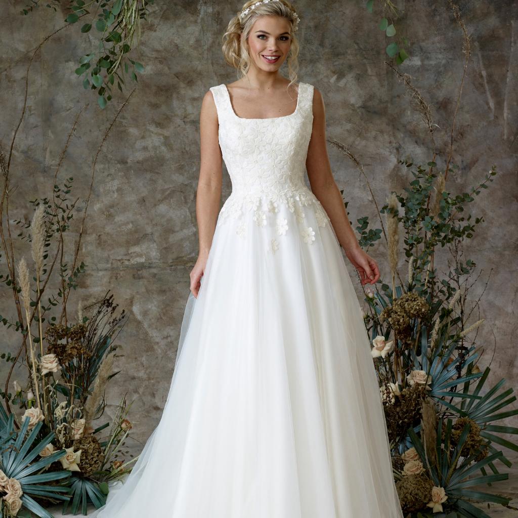 25-Ball-Gown-Princess-Wedding-Dresses-Charlotte-Balbier-Amarntha