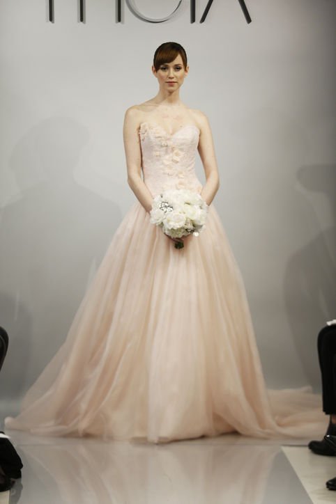 6-spring-2014-wedding-dress-trends-0514-h724