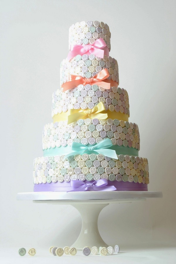 Wedding cake trends love heart wedding cake