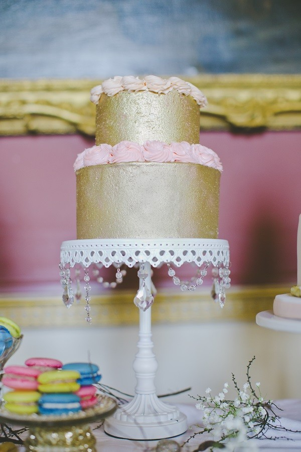 Wedding cake trends gold wedding cake