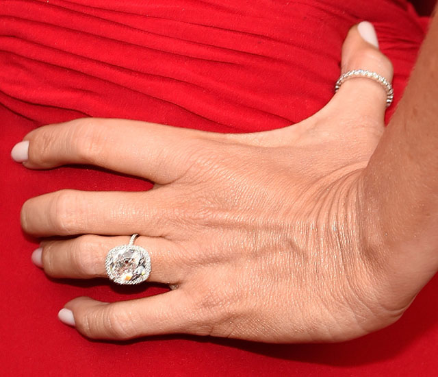 First Pictures Of Zooey Deschanel S Engagement Ring