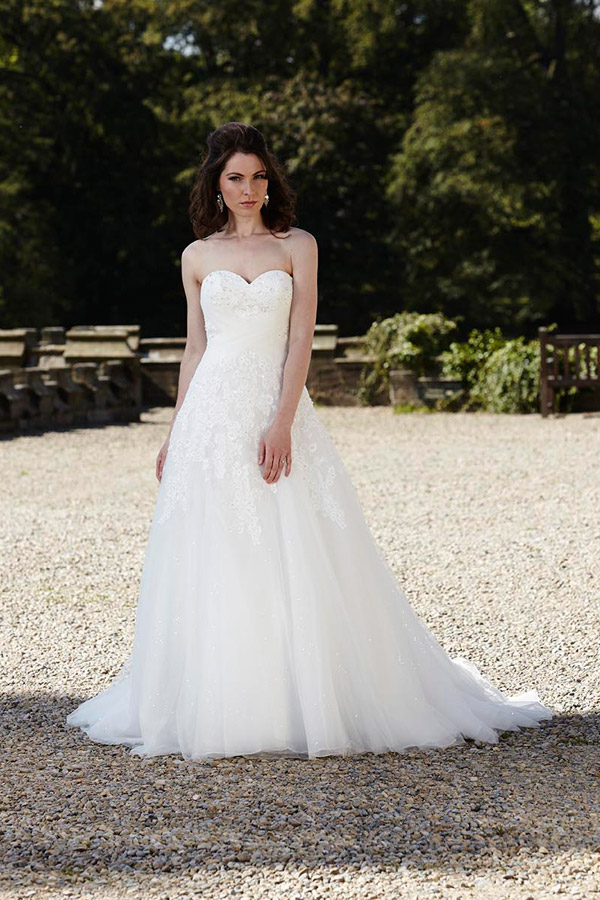 Alexia designs europe wedding dresses for Wedding dresses in europe