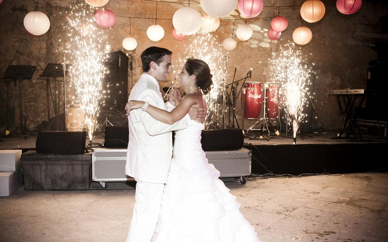 Top 5 wedding first dance clips wedding journal for Best wedding dresses for dancing