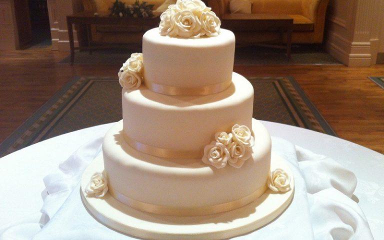 cream wedding cake
