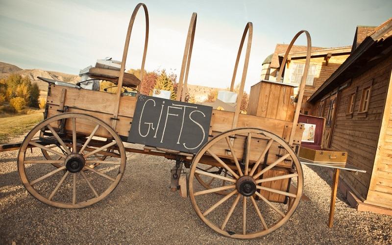 wagon-for-wedding-gifts