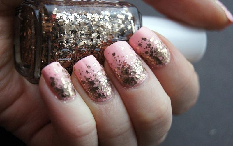sparkly manicure