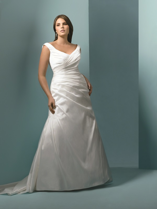 Guide to plus size wedding dress styles for curvy brides for Wedding dresses for larger figures