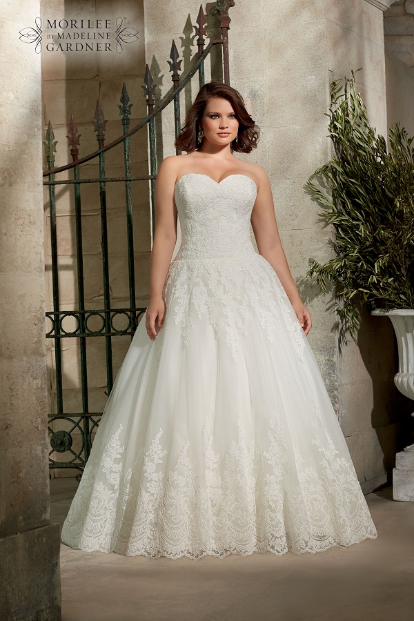 2a805fcfe62 Guide To Plus Size Wedding Dress Styles for Curvy Brides