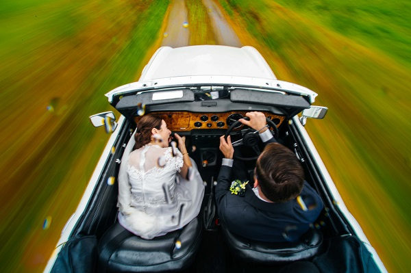 14 fabulous wedding photos that embrace the Irish weather