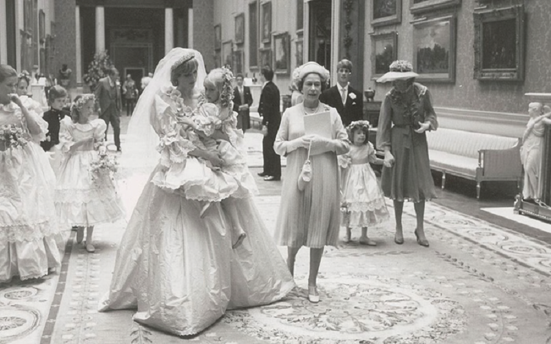 Unseen photos of Charles and Diana's wedding up for auction