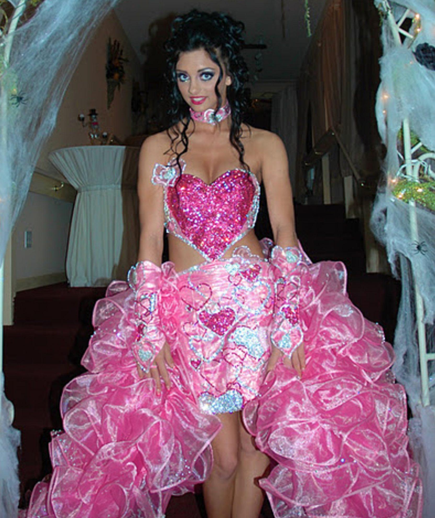 Craziest Wedding Ever: 14 Of The Weirdest Wedding Dresses Ever