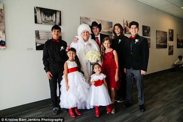 A couple get married in first ever 'all-autism' wedding