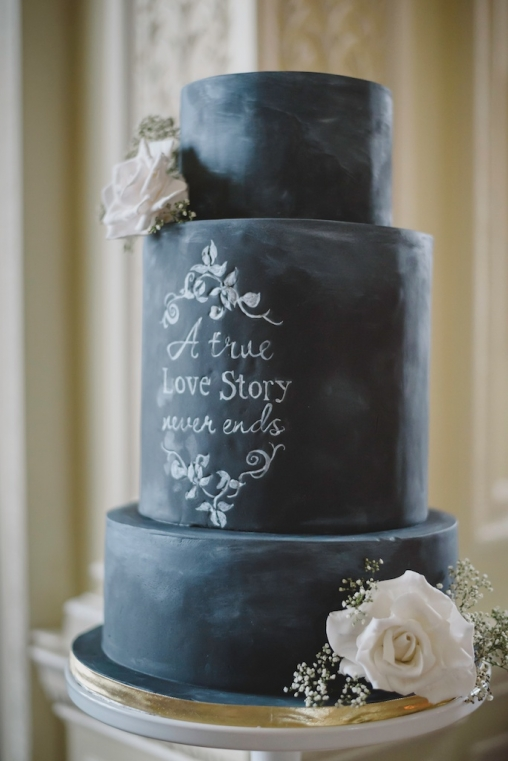 chalkboard wedding cake - wedmagazine.co.uk