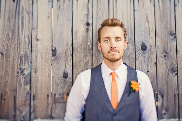 Groom skinny tie  - image Junebugweddings.com