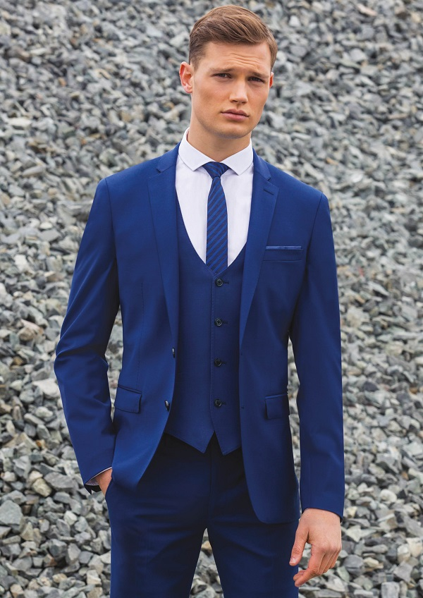 win a £25,000 wedding Remus Uomo (2)