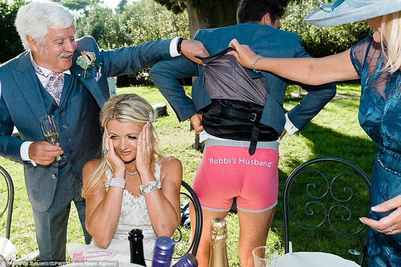 The funniest wedding photos ever