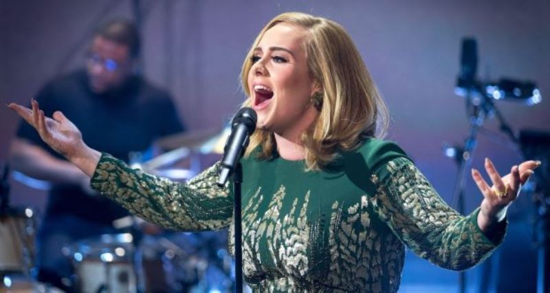 adele engaged concert london 2