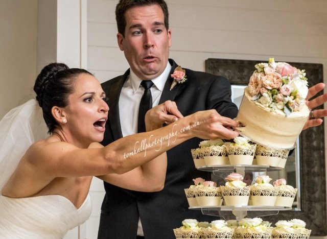 wedding day fails cake