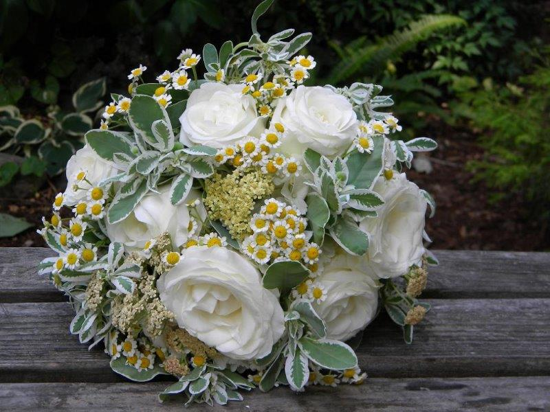 A guide to the most popular wedding flowers by season wedding journal wedding flowers by season 17 mightylinksfo