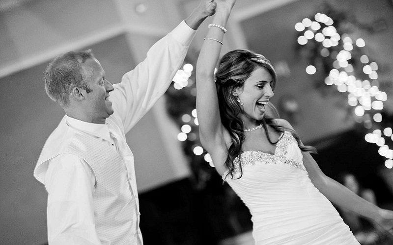 Irish bride breaks wrist 3
