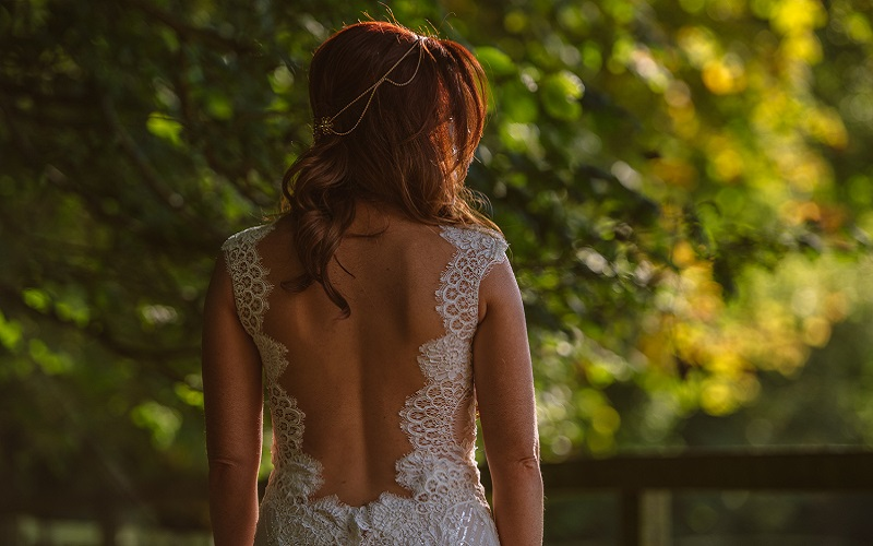 Bride backless