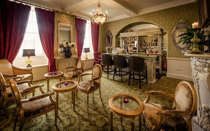 Step House Hotel bar