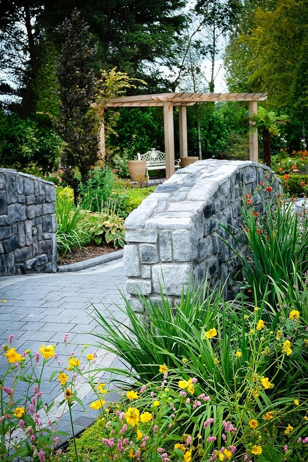 Bridge garden