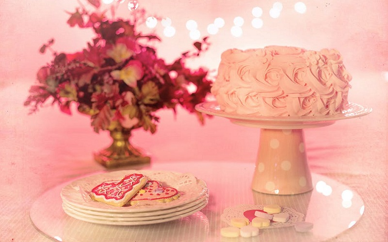 pink rose cake and flowers