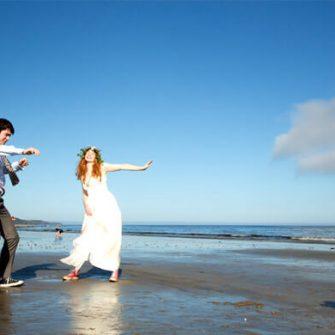 Garryvoe-Hotel-Couple-On-Beach