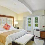 Elegant-Hotel-Bed